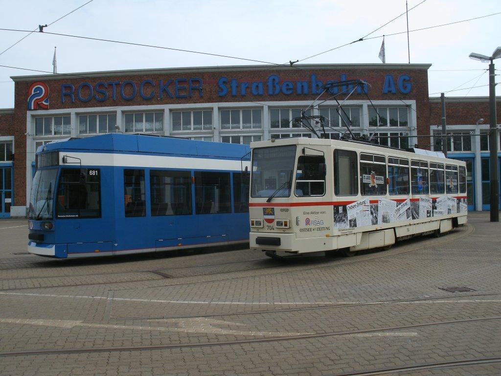 Ngt6 In Rostock Dierkow Auf Dem Nachbargleis Steht Die