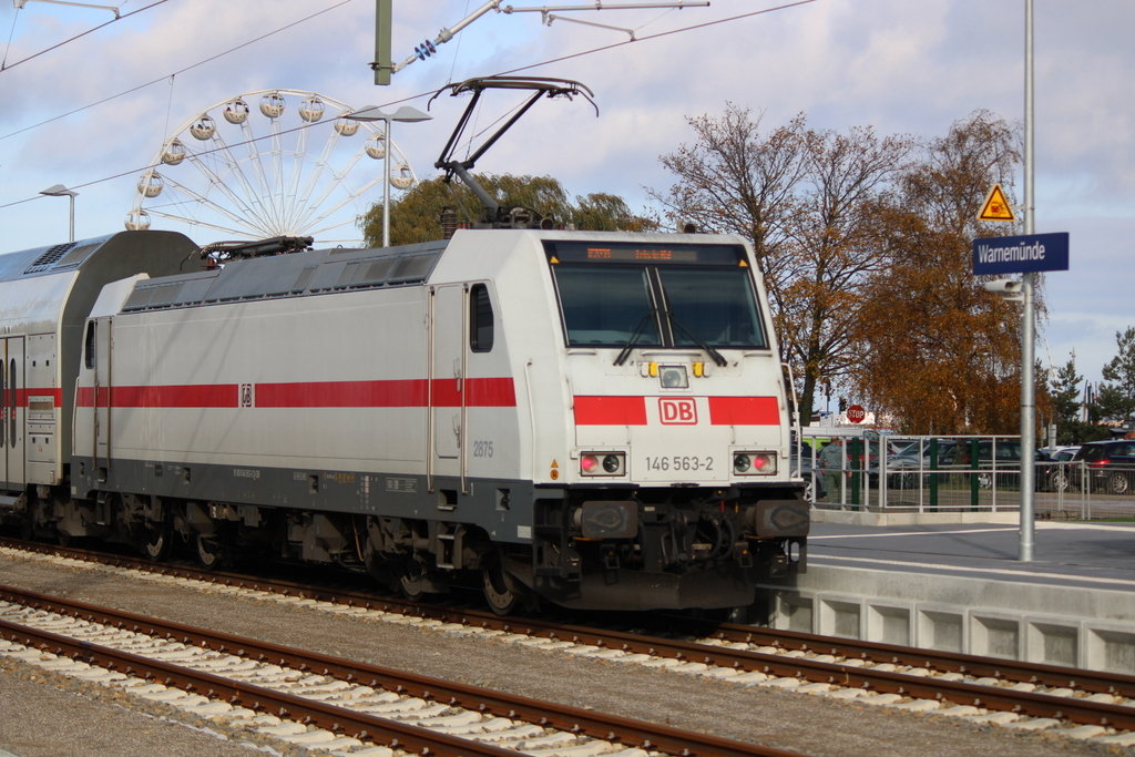 146 563-2 stand mit IC 2239(Warnemünde-Leipzig)in Warnemünde.31.10.2020