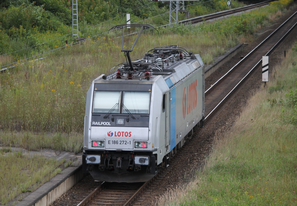 Lotos E 186 272-1 als Tfzf am Morgen des 19.08.2017 in Rostock-Kassebohm.
