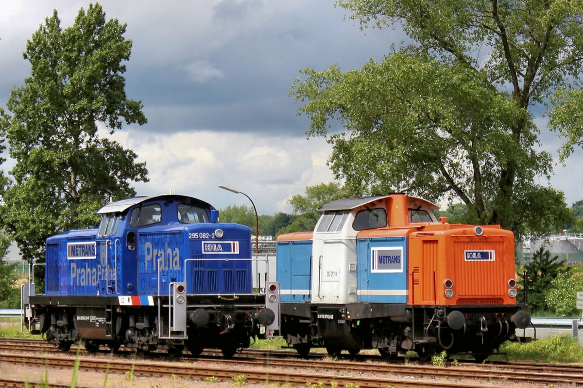 METRANS 295 082-2 und 212 267-9 am 30.05.2015 in Hamburg - Waltershof.