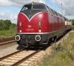 Rostock-Spezial/146914/v-200-116-mit-dpe91422-von V 200 116 mit DPE91422 von Warnemünde nach Rostock Hbf bei der Einfahrt im Rostocker Hbf.(25.06.2011)