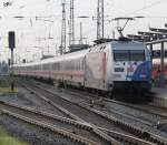 Rostock-Spezial/159135/101-060-2-mit-ic2217-stralsund-stuttgart-bei 101 060-2 mit IC2217 Stralsund-Stuttgart bei der Ausfahrt im Rostocker Hbf.11.09.2011