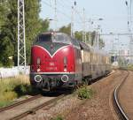 V200/147473/v-200-116-mit-nostalgie-ostsee-express-als V 200 116 mit Nostalgie-Ostsee-Express als DPE 334 von Warnemünde nach Köln Hbf kurz nach der Ausfahrt im S-Bahnhof Rostock-Bramow.(29.06.2011)