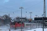 BR 120/533464/120-132-6-mit-ihren-ic-auf 120 132-6 mit ihren IC auf den Weg nach Hamburg durchfährt am 13.12.2012 den Bahnhof Buchholz (Nordheide).