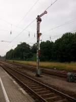 Formsignale/98962/ausfahrsignal-c-in-sassnitz-in-fahrtstellung Ausfahrsignal 'C' in Sassnitz in Fahrtstellung.