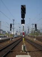 Lichtsignale/98926/ausfahrsignale-richtung-berlin-alexanderplatz-im-berliner Ausfahrsignale Richtung Berlin Alexanderplatz im Berliner Ostbahnhof.