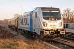 Railpool/530680/187-310-8-railpool-gmbh-fuer-wahrscheinlich 187 310-8 Railpool GmbH für wahrscheinlich evb logistik, stand mit einem Schienenschleifzug in Rathenow abgestellt. 04.12.2016